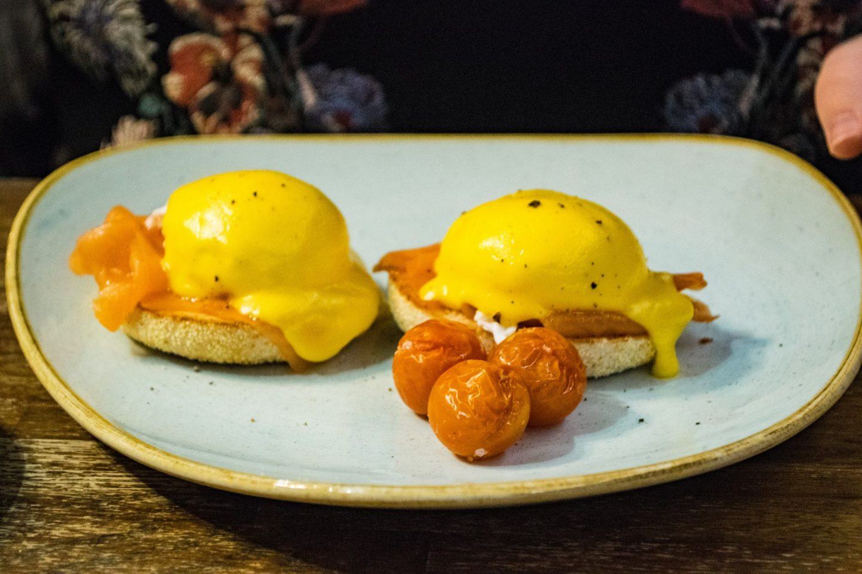 brunch eggs royale